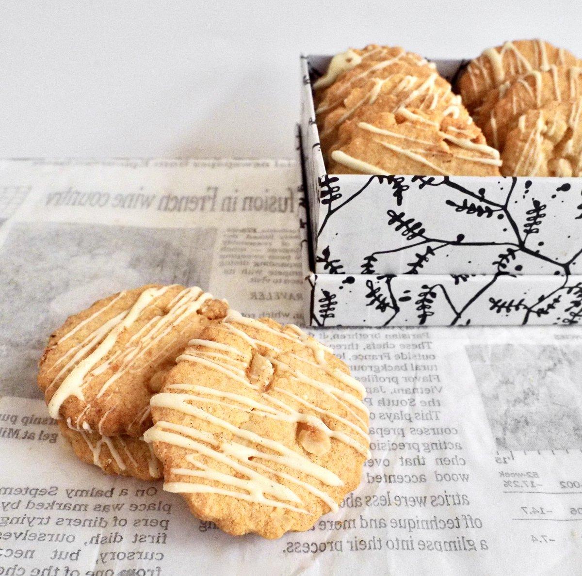 Glutenvrije hazelnootkoekjes met witte chocola en kaneel