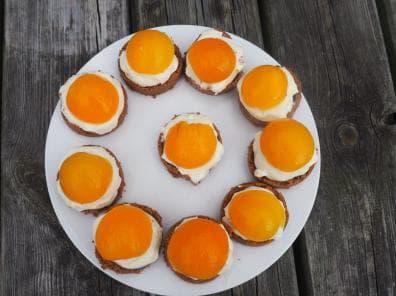 Foto van glutenvrije abrikozen taartjes zonder bakken