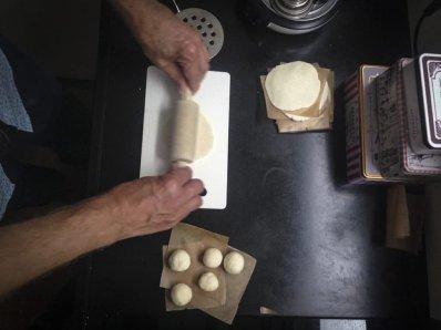 Foto van glutenvrij pizzadeeg voor pizzarette
