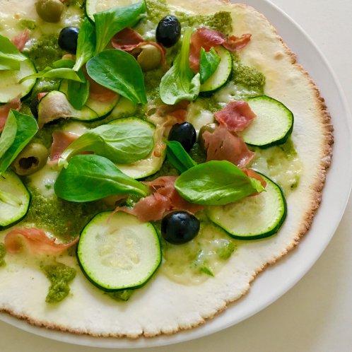 Foto pizza courgette en veldslapesto